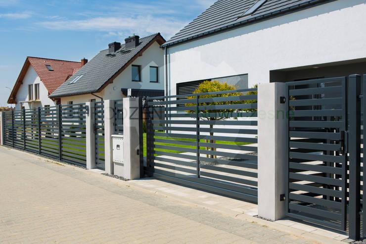 Front yard by OGRODZENIE-Nowoczesne