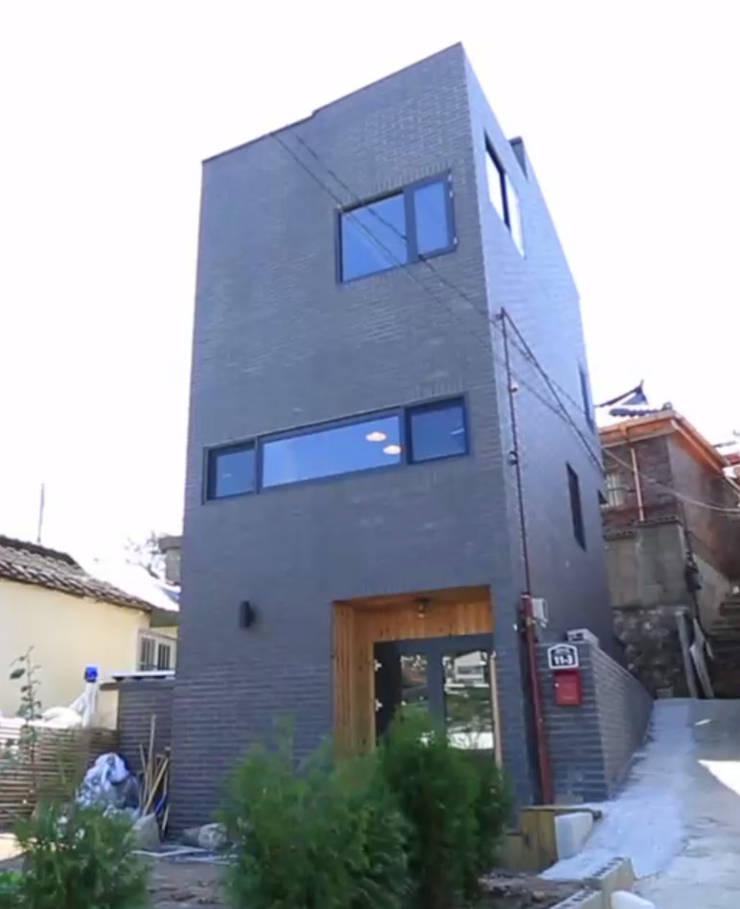 성북동 주택 : GongGam Urban Architecture & Construction의  주택