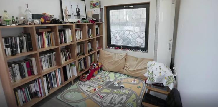 성북동 주택 : GongGam Urban Architecture & Construction의  방