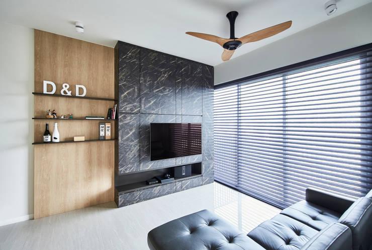 Sky Vue: scandinavian Living room by Eightytwo Pte Ltd