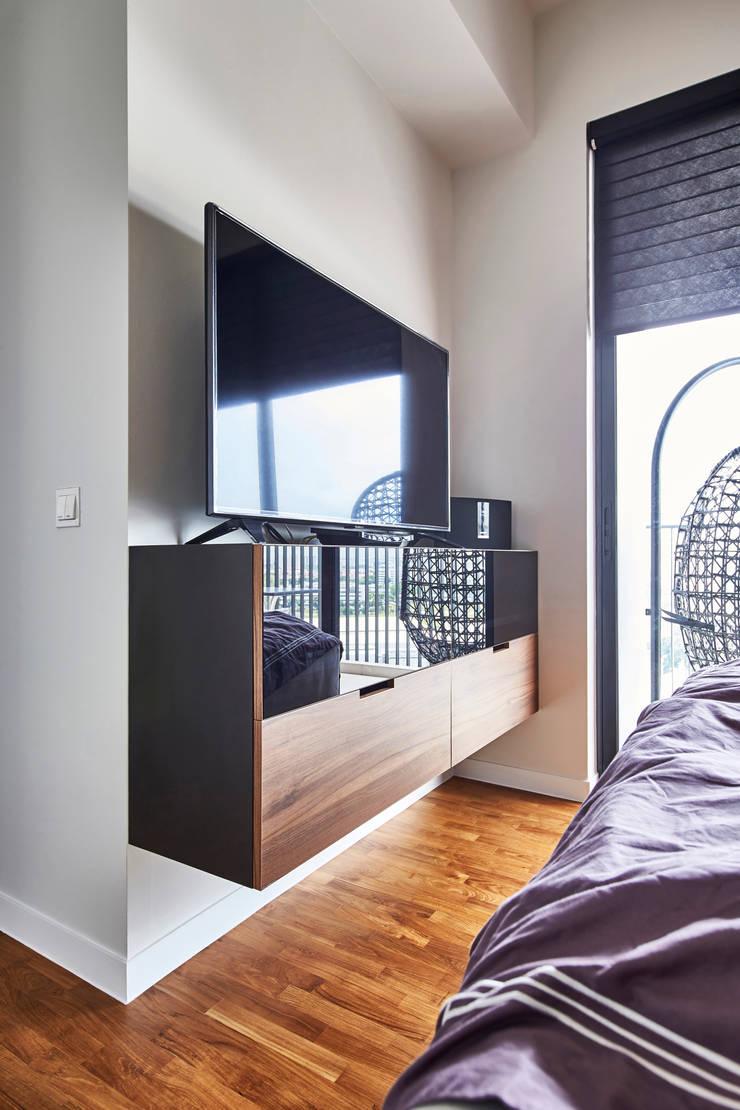 Sky Vue:  Bedroom by Eightytwo Pte Ltd
