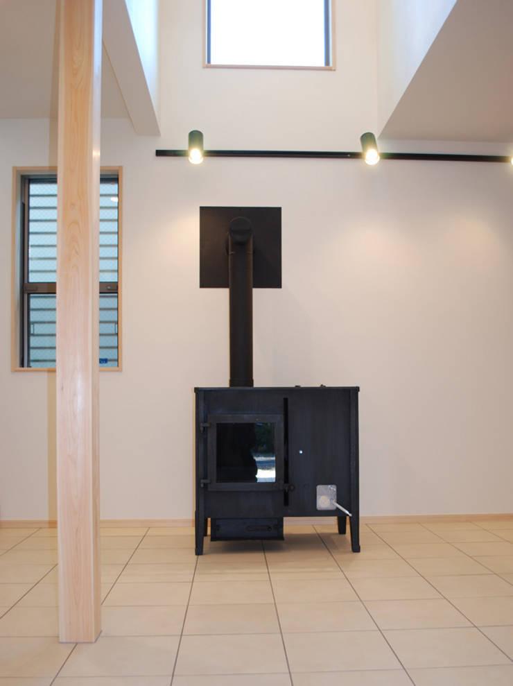 小豆沢の家: 奥村召司+空間設計社が手掛けた廊下 & 玄関です。,