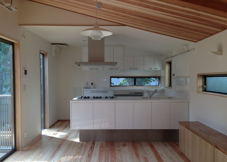 小豆沢の家: 奥村召司+空間設計社が手掛けたキッチンです。,