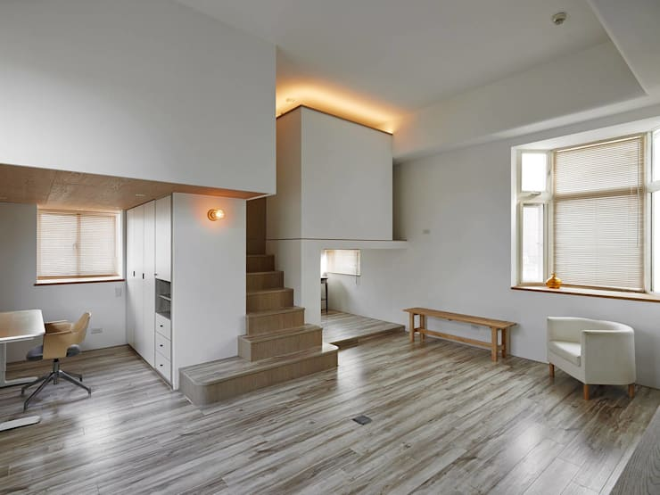 Tiny house in the tiny space:  客廳 by Co*Good Design Co. Ltd.