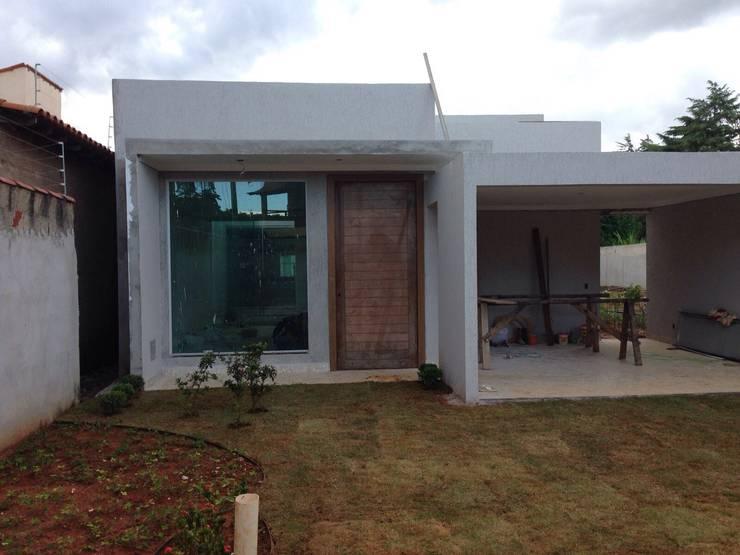 獨棟房 by Rudini Rodarte Arquitetura e Construção