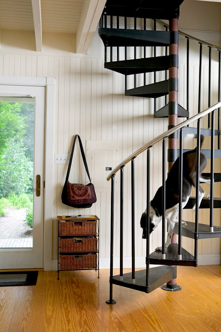 Brooks Carriage House:  Stairs by Metcalfe Architecture & Design