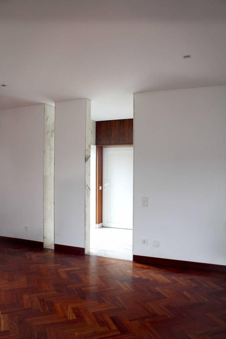 Corridor & hallway by GRAU.ZERO Arquitectura, Modern