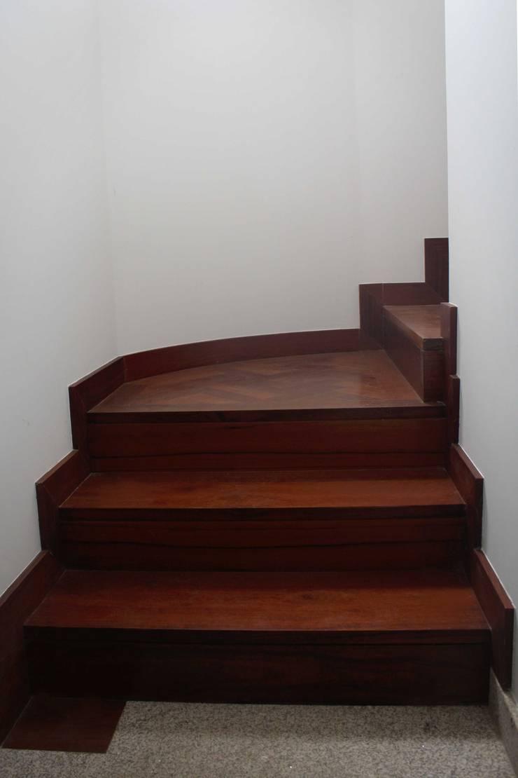 Stairs by GRAU.ZERO Arquitectura, Modern