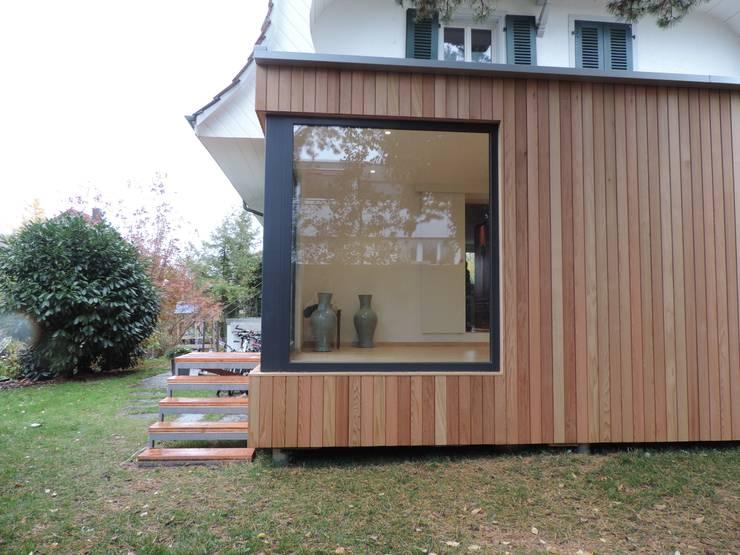 vista laterale: Casa prefabbricata  in stile  di Ecospace Italia srl