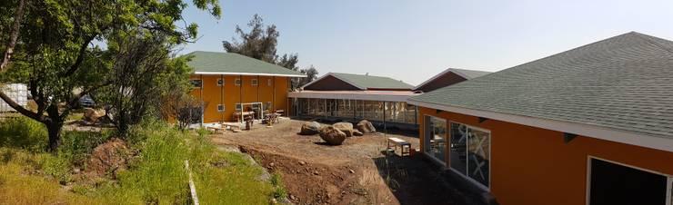 Vista patio principal: Casas de estilo  por Plan V Arquitectos Ltda