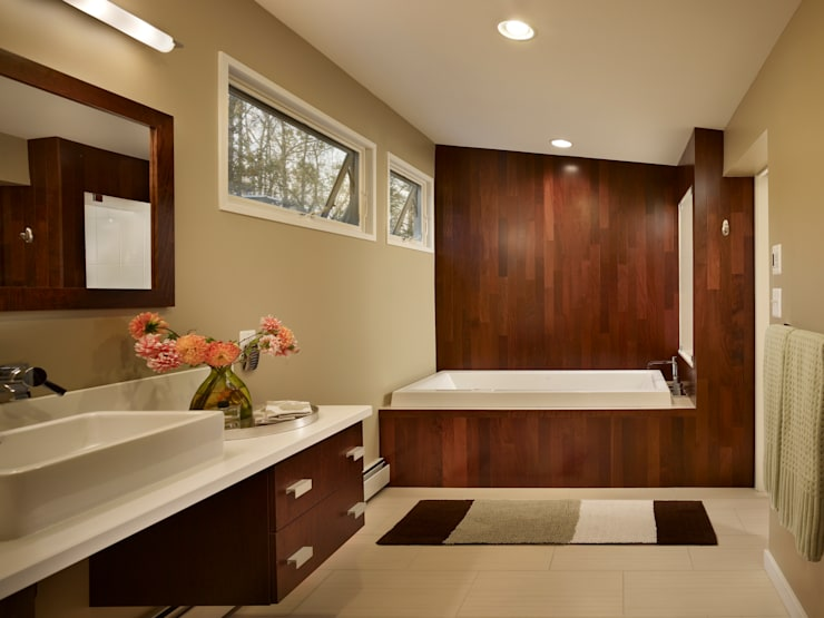 Seidenberg House: modern Bathroom by Metcalfe Architecture & Design