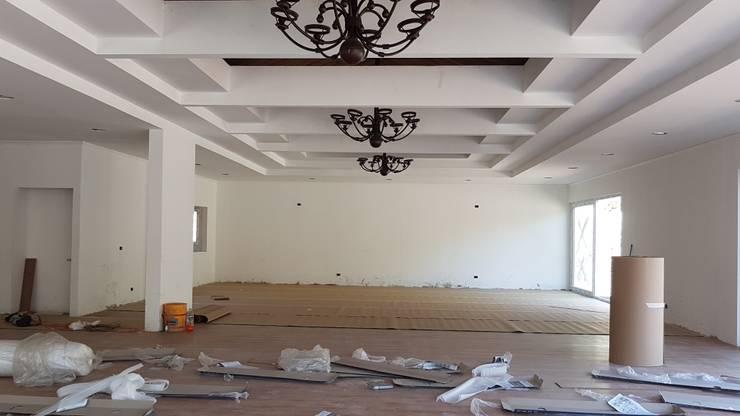 Vista Sala de estar y comedor: Comedores de estilo  por Plan V Arquitectos Ltda