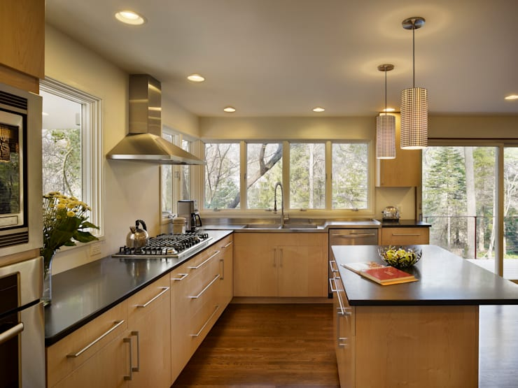 Seidenberg House: modern Kitchen by Metcalfe Architecture & Design