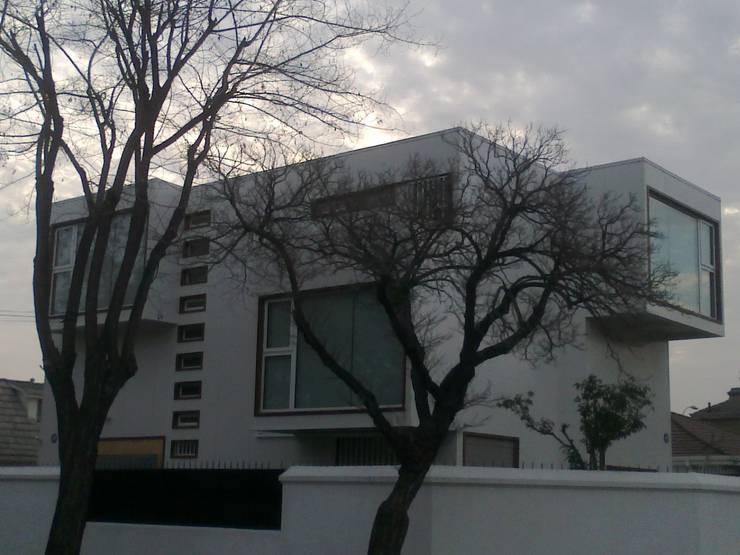 Fachada: Oficinas y Comercios de estilo  por MSGARQ