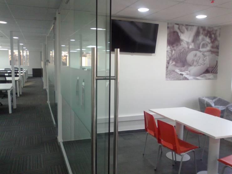 Oficinas: Oficinas y Comercios de estilo  por MSGARQ