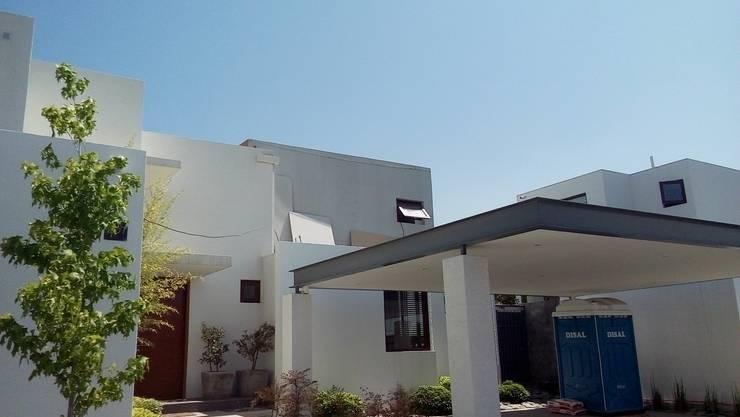 Ampliación Los Frailes - Año 2016: Casas de estilo mediterraneo por MSGARQ