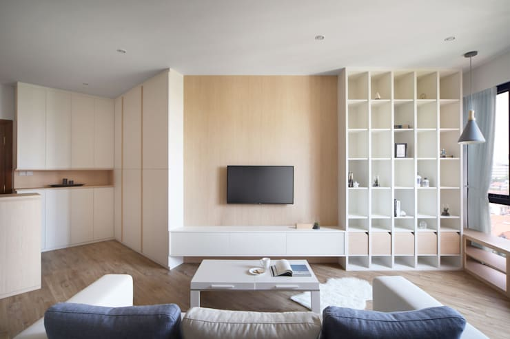 THE PROMENADE @ PELIKAT:  Living room by Eightytwo Pte Ltd