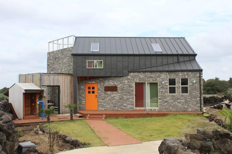 애월읍 어음리 목조주택: 쉬폰의  주택