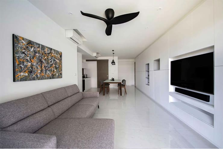 CITYLIFE @ TAMPINES:  Living room by Eightytwo Pte Ltd,