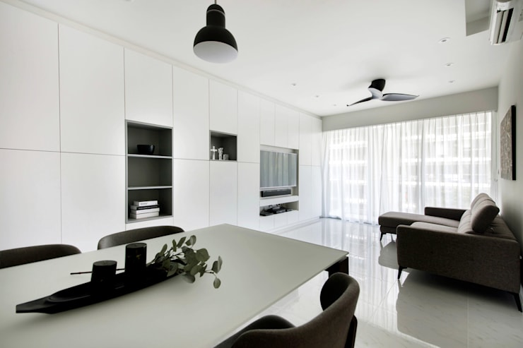 CITYLIFE @ TAMPINES:  Living room by Eightytwo Pte Ltd