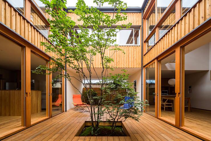 中一の沢・光庭のある家: 中山大輔建築設計事務所/Nakayama Architectsが手掛けた庭です。