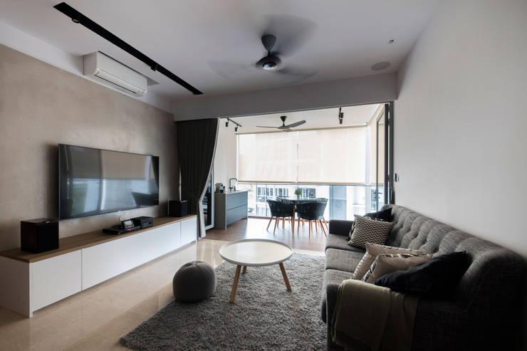 HILLSTA:  Living room by Eightytwo Pte Ltd
