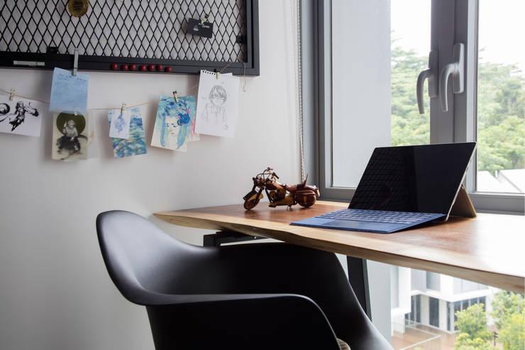 HILLSTA:  Study/office by Eightytwo Pte Ltd