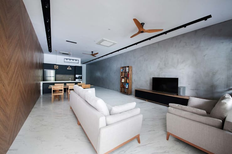 JALAN TANJONG:  Living room by Eightytwo Pte Ltd,Scandinavian