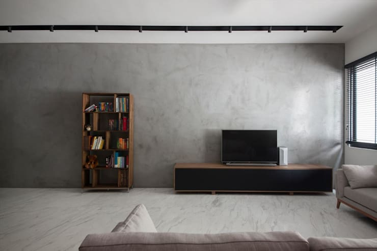 JALAN TANJONG:  Living room by Eightytwo Pte Ltd,Industrial Wood Wood effect