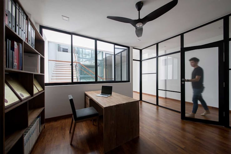 JALAN TANJONG:  Study/office by Eightytwo Pte Ltd