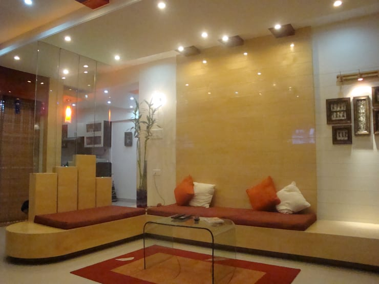 Residence- Rakesh Raskar, Pune.:  Living room by Spaceefixs,Modern