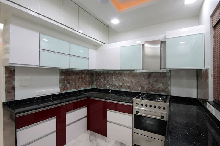 Residence -  Mr. Mane, Pune.:  Kitchen units by Spaceefixs