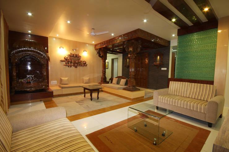 Residence - Shriniwas J. M.  Pune.:  Living room by Spaceefixs