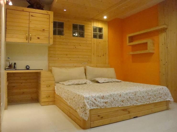 Residence - M. B. Patil , Pune.:  Bedroom by Spaceefixs