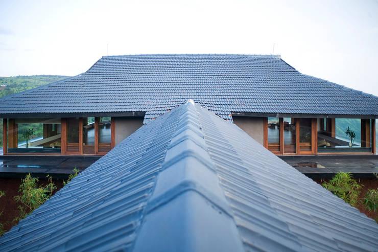 Roof top:  Villas by Mu design