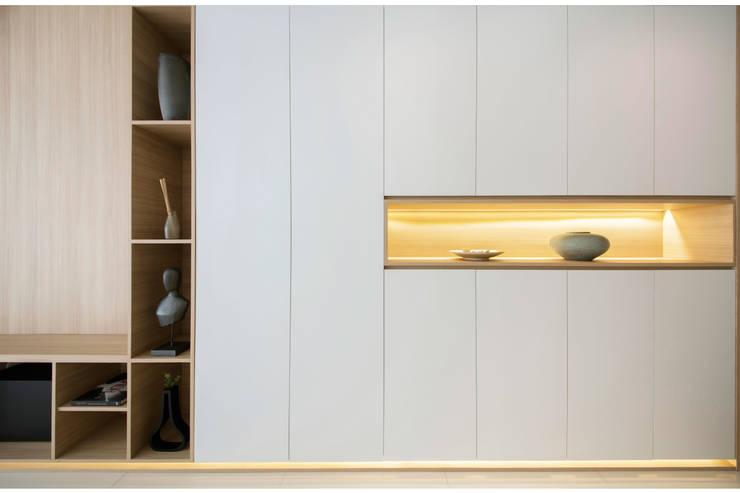 SKY HABITAT:  Corridor, hallway by Eightytwo Pte Ltd,Scandinavian Wood Wood effect