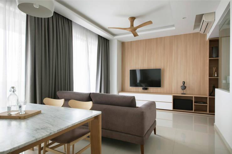 SKY HABITAT:  Living room by Eightytwo Pte Ltd,Scandinavian Wood Wood effect