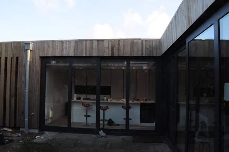 Geknikte pui:   door Blik Architectuur   Interieur