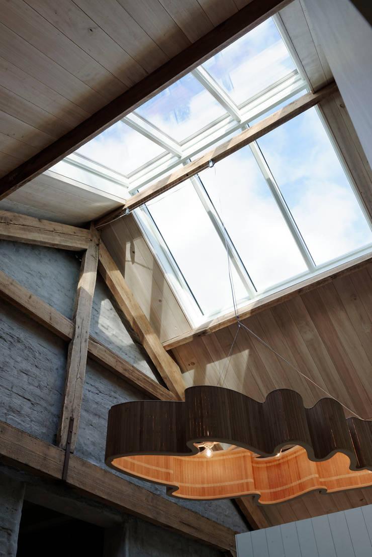 Veel licht door nieuw daklicht:  Ramen door ODM architecten - erfgoed & architectuur