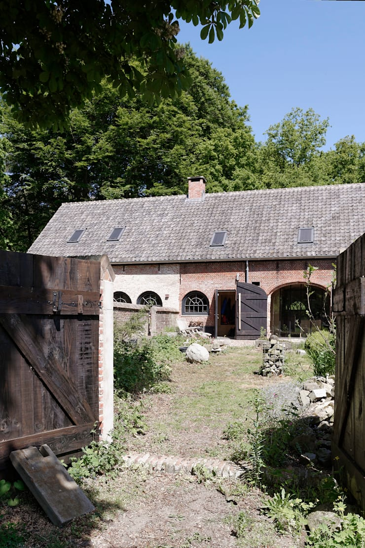Restauratie boerderij Hengstmere:  Villa door ODM architecten - erfgoed & architectuur