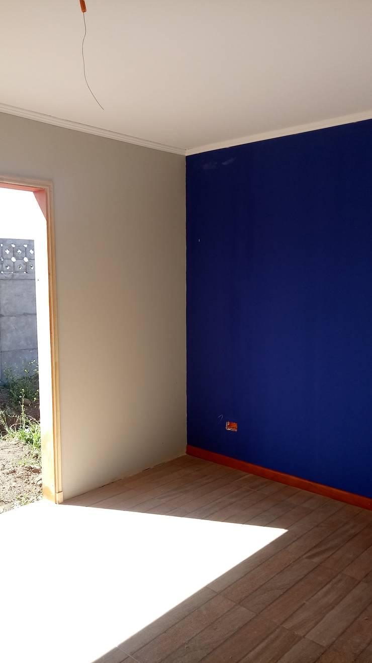 Casa 74 m2 en paneles SIP: Dormitorios de estilo  por Casas E Haus