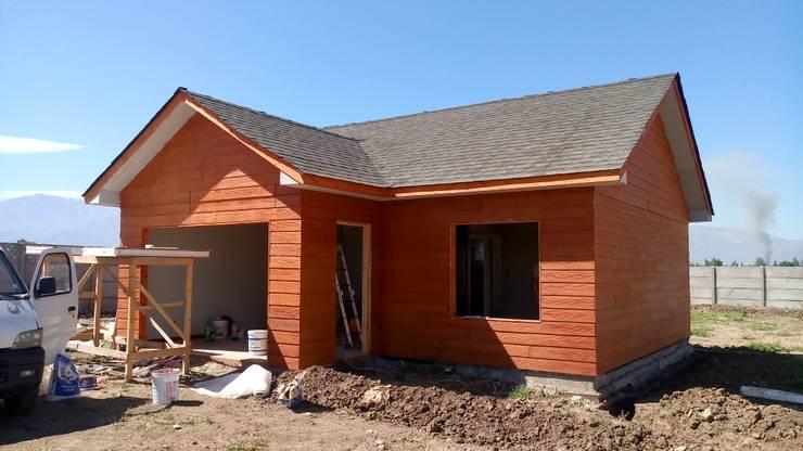 Casa 74 m2 en paneles SIP: Casas de estilo  por Casas E Haus