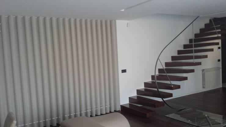 Escada suspensa:   por NORTVIL - Arquitectura e Construção,