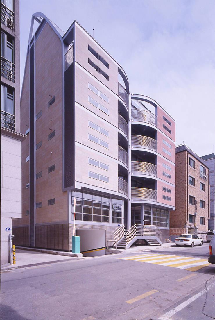 역삼동 다세대주택: D.P.J & Partners의  다가구 주택