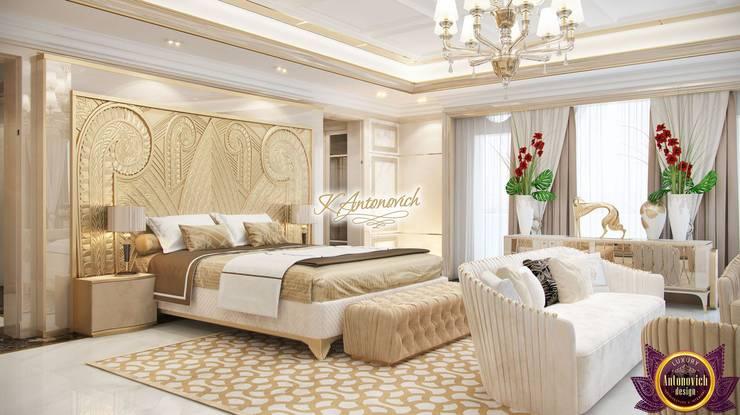 Luxury house decoration by Katrina Antonovich:  Bedroom by Luxury Antonovich Design