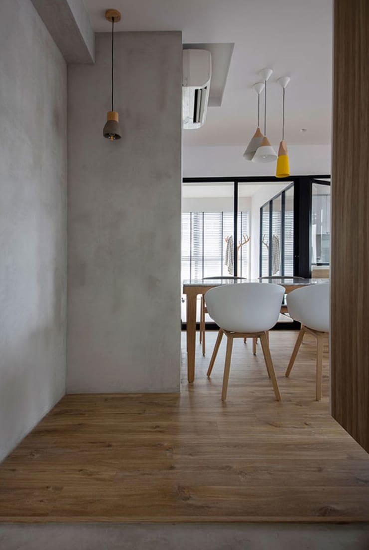 TWIN FOUNTAINS:  Living room by Eightytwo Pte Ltd,Scandinavian