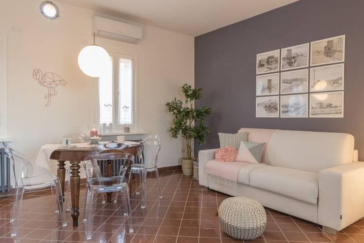 Salas de jantar  por Anna Leone Architetto Home Stager