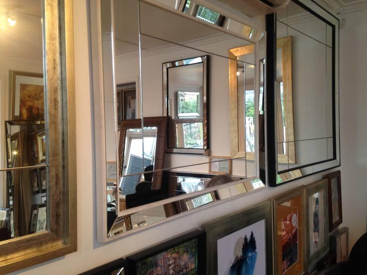 Espejos Decorativos: Salas de estilo  por Inter-Deco