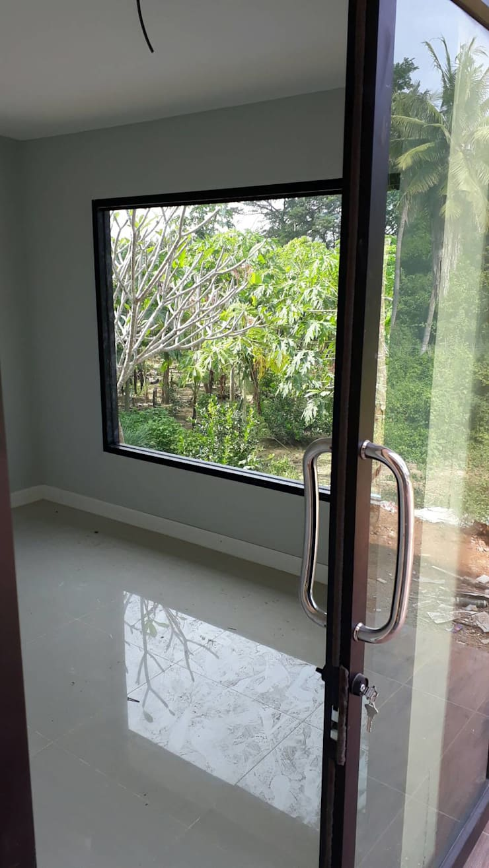 เพรชบุรี:  บ้านและที่อยู่อาศัย by P Knockdown Style Modern