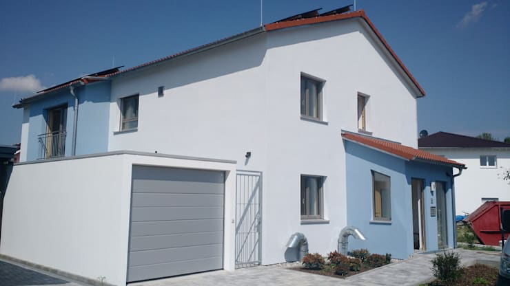 Energieautarkes 2-Familienhaus - heute schon an morgen gedacht:  Passivhaus von wir leben haus - Bauunternehmen in Bayern